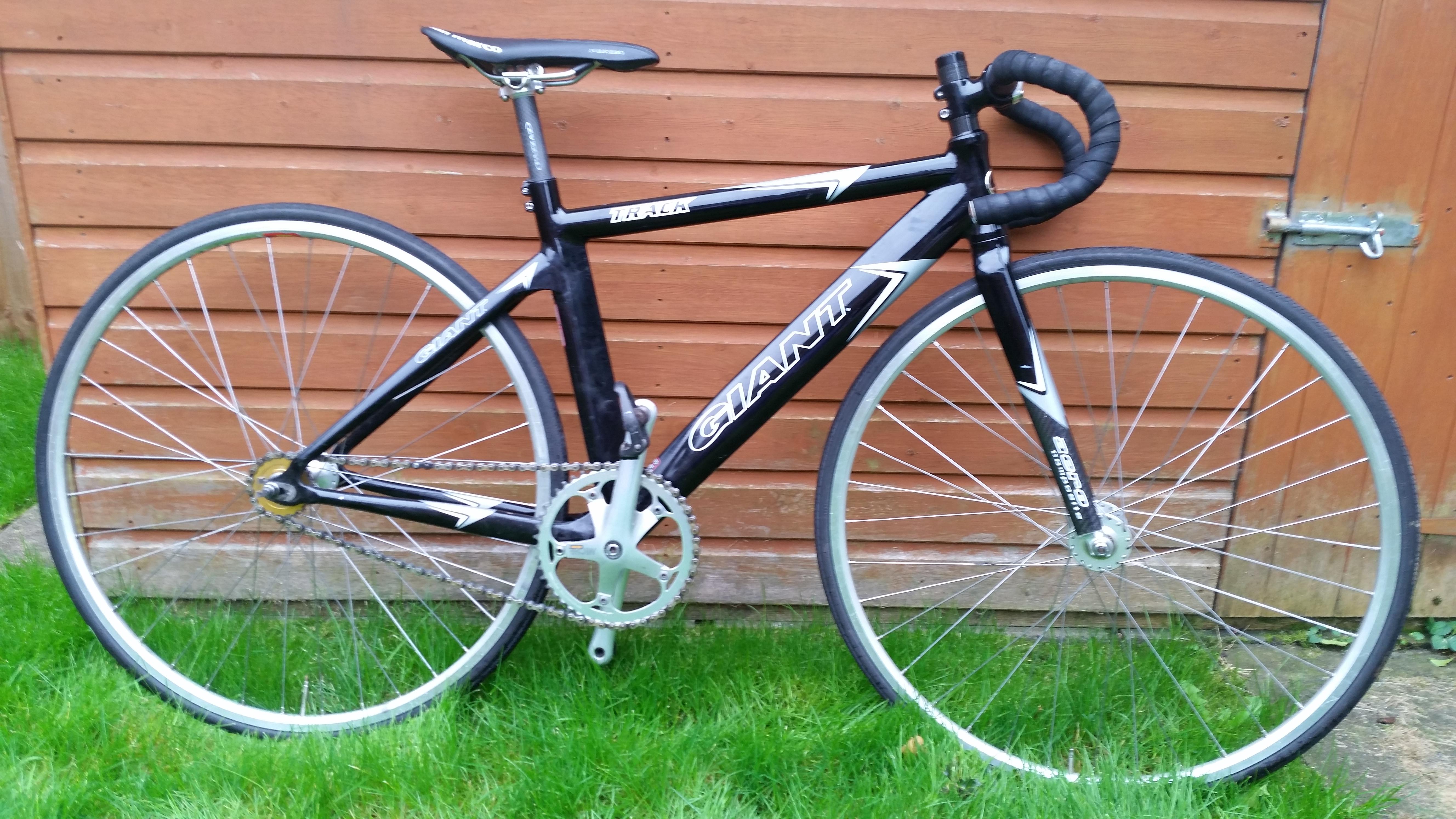 Giant track bike (2)