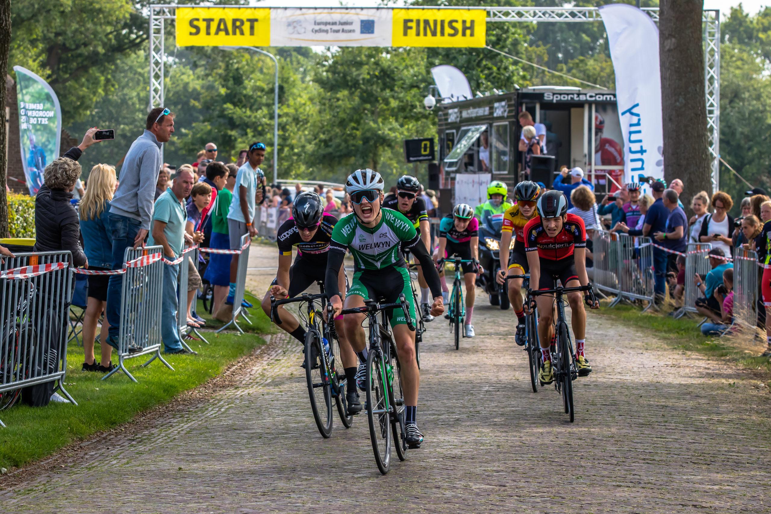 Archie Peet winning the Junior Omloop Stage