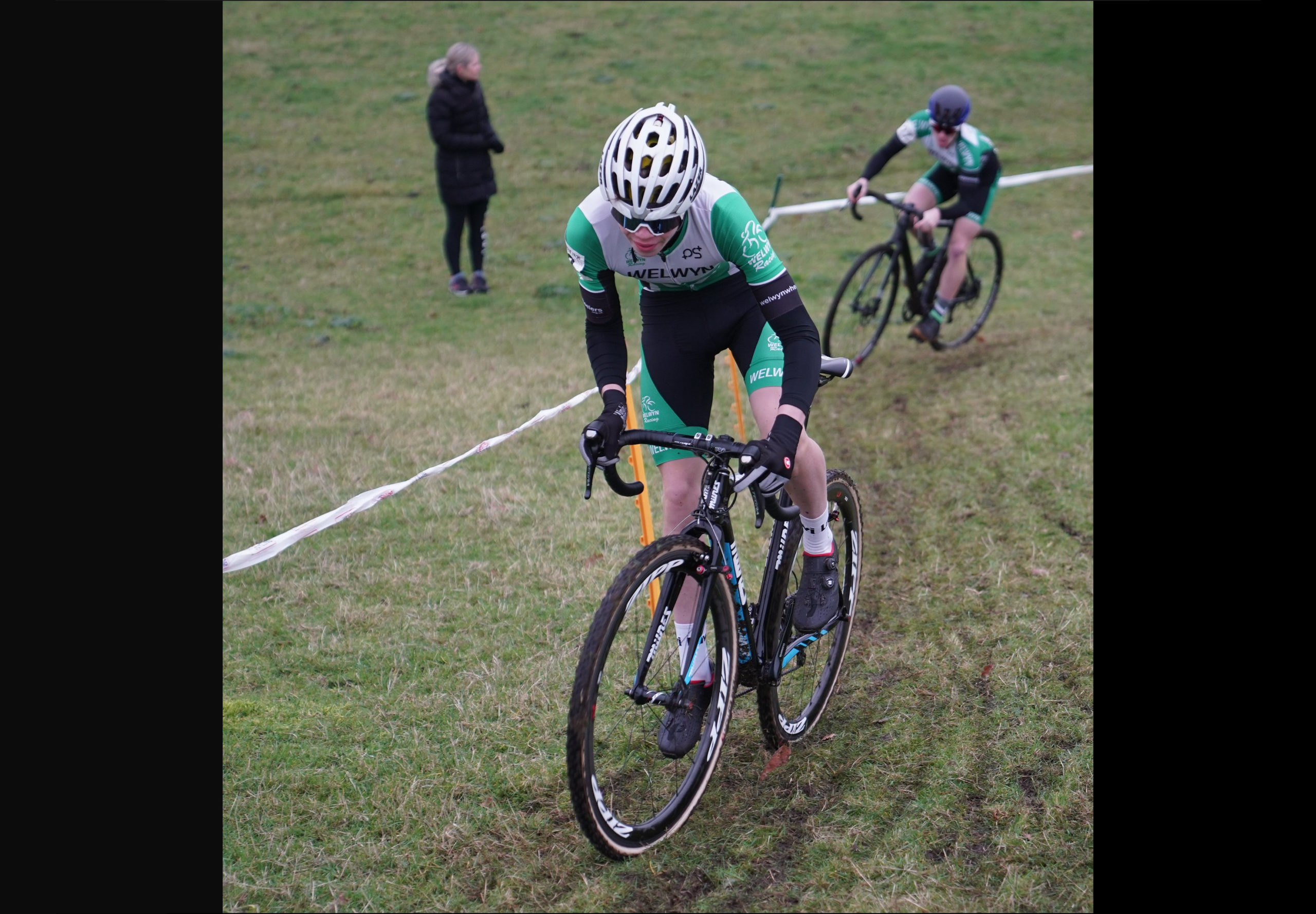 Euan Woodliffe leads Nathan Hardy in the Stow Scramble Youth Race